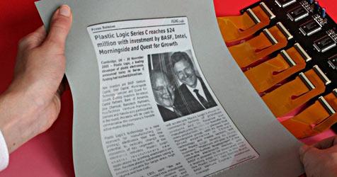 Plastic Logic präsentiert biegbaren E-Reader (Bild: Plastic Logic)