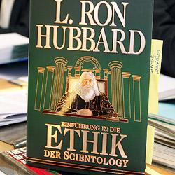 Schulrat warnt vor Scientology-naher Organisation (Bild: dpa/A3634 Friso Gentsch)