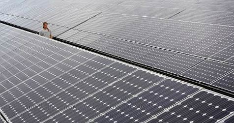 Photovoltaik-Anlage auf neuer Messehalle kommt (Bild: dpa/Frank May)