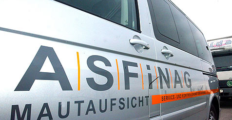 Zwei Unfälle mit Asfinag-Fahrzeugen binnen 20 Minuten (Bild: APA/Herbert Pfarrhofer)