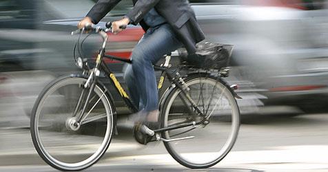 Radfahrer bei Sturz lebensgefährlich verletzt (Bild: ap)