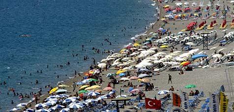 Türkische Hotelchefin kündigt alle Männer (Bild: AP)