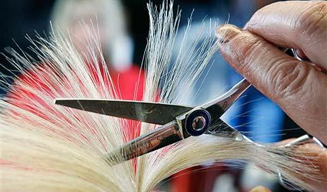 Wütende Schwedin beißt ihre Friseurin (Bild: ap)
