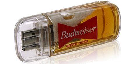 Der USB-Stick für Bierfreunde (Bild: cnkpromos.com)