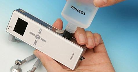 Brennstoffzellen-Handy bis März 2009 am Markt (Bild: Toshiba)