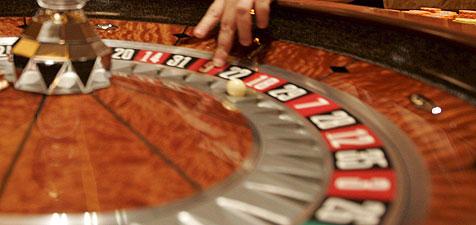 Junger Mann raubt bewaffnet Casino wegen 500 Euro aus