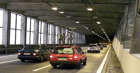Tauerntunnel nach Unfall mit vier Autos gesperrt