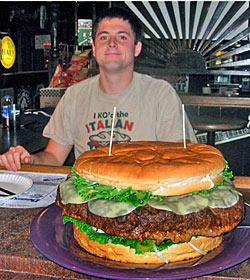 US-Boy verputzt sieben Kilo schweren Hamburger (Bild: AP)