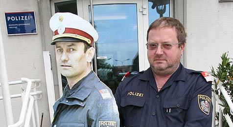 Kidnapper haben es auf Blechpolizisten abgesehen (Bild: Chris Koller)