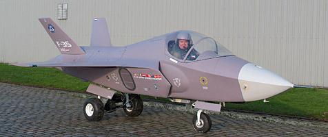 Holländer baut sich Mini-Version von US-Kampfjet (Bild: Arthur van Poppel)