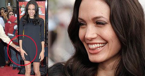 Wer greift Angelina Jolie da an den Hintern?