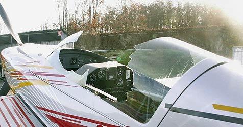 Cockpithaube auf 1.300 Meter weggefetzt (Bild: APA/Polizei)