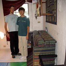Zimmer für Party um 90 Grad gedreht (Bild: http://zestyping.livejournal.com)
