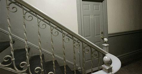 79-jähriger Mann in Au über Treppe gestürzt - tot (Bild: AP)