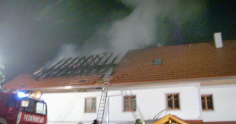 Brand vernichtet ganzen Hausteil (Bild: FF Neustift)