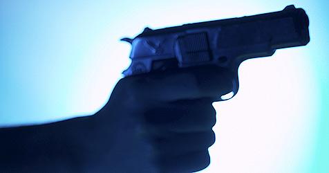 Lastwagenfahrer mit Pistole bedroht (Bild: (c) [2008] JupiterImages Corporation)