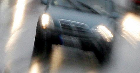 Pkw auf der A7 von Geisterfahrer touchiert (Bild: dpa/A3483/Matthias Schrader)