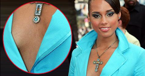 Alicia Keys hat Haare auf der Brust