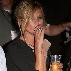 Kate Moss schlägt Lover Jamie Hince blaues Auge
