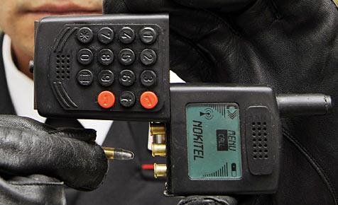 Carabinieri stellten Pistolen-Handy sicher
