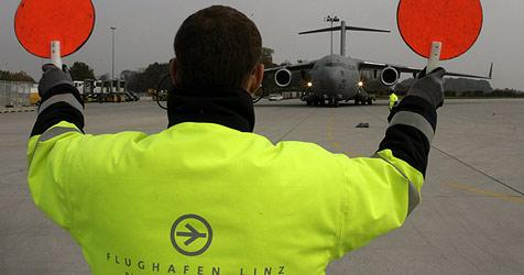 Zorn und Gelassenheit am Linzer Flughafen (Bild: Chris Koller)