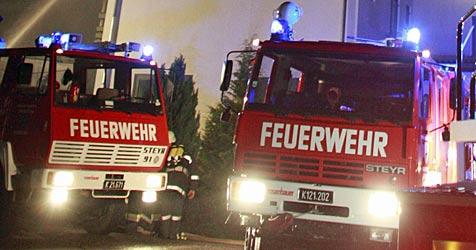Auslieferungshalle von Möbelhaus abgebrannt (Bild: APA/GERT EGGENBERGER)