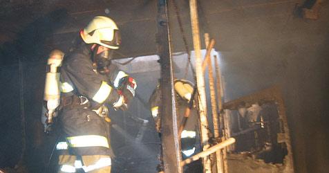 Sieben Klein-Feuerwehren retten Privatkraftwerk (Bild: FF Waizenkirchen)