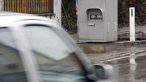 Mietwagenfahrer in Frankreich stellt Raser-Rekord auf (Bild: APA/HERBERT PFARRHOFER)