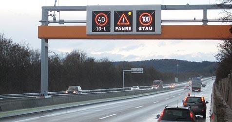 Autobahn-Tafeln sorgen bei Lenkern für Verwirrung (Bild: APA/Asfinag/Volker Hoeferl)