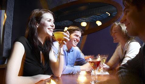 Britische Bar bietet ihren Gästen Gin-Tonic-Dunst (Bild: © [2008] JupiterImages Corporation)