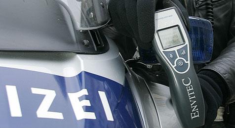 Lkw-Fahrer war sogar zum Sitzen zu  betrunken (Bild: Klemens Groh)