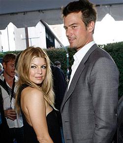 """Fergie und Josh Duhamel haben sich """"getraut"""" (Bild: AP)"""