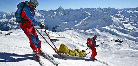 Skifahrerin gegen Baum gekracht (Bild: dpa/dpaweb/dpa/A3542 Karl-Josef Hildenbrand)