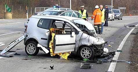 Mopedauto-Unfall fordert zwei Tote (Bild: APA/www.feuerwehr-perg.at)