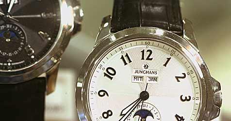 Juweliereinbrecher stehlen in Braunau Uhren um 11.000 € (Bild: dpa/A2931 Bernd Weißbrod)