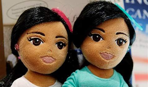 Sasha- und Malia-Puppen verärgern Obama (Bild: AP)