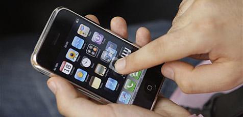 Nutzer surfen unterwegs am liebsten mit iPhone