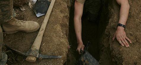 Dieb klaut im Garten vergrabenes Vermögen