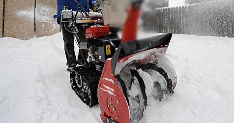 Mann bei Unfall mit Schneefräse schwer verletzt (Bild: APA/Roland Schlager)