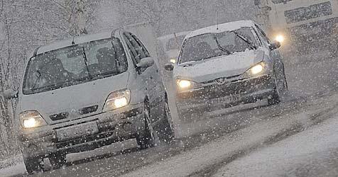 Starke Schneefälle sorgen für Verkehrschaos (Bild: APA/Andreas Pessenlehner)