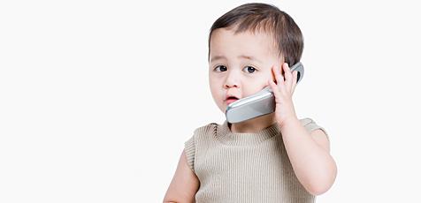 Telefonierende Kinder häufiger Unfallopfer (Bild: © [2009] JupiterImages Corporation)