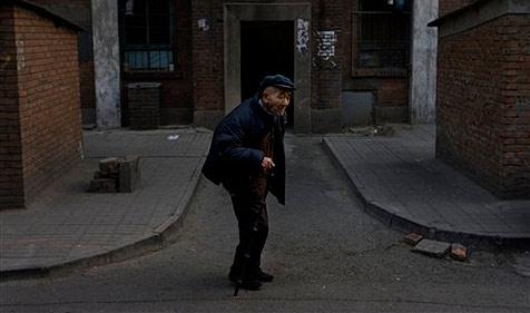 99-jähriger Chinese führt Touristen hinters Licht