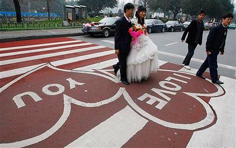 Straßenübergang in China wird zum Renner
