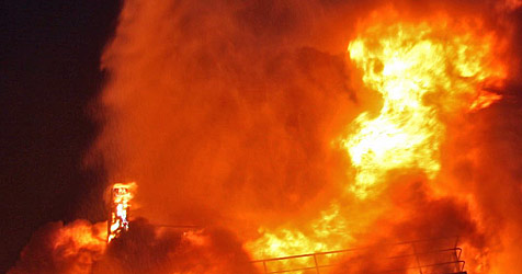 Lastwagen geht nach Unfall in Flammen auf (Bild: BILDSTELLE FF ST.POELTEN - STADT)