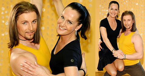 Maggie Entenfellner wagt ihre ersten Tanzschritte (Bild: ORF/Milenko Badzic)
