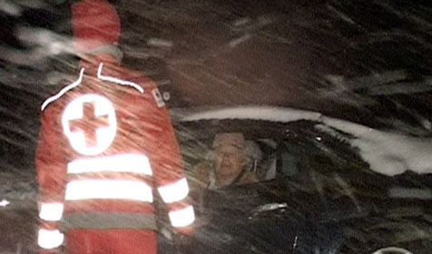 Junger Mann auf Gehsteig von Auto angefahren (Bild: APA/MANDL)