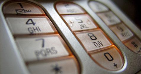 Nur jeder zweite Handynutzer kennt die eigene Nummer (Bild: Pixelio.de)