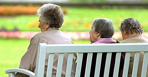 """Seniorinnen geben """"Geldboten"""" 30.000 Euro (Bild: dpa/Zentralbild/Z1006 Matthias Hiekel)"""