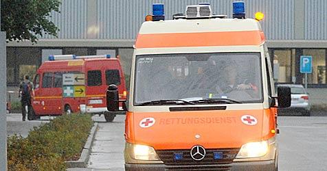 23-Jähriger stürzt mit Wagen über 20-Meter-Böschung (Bild: dpa/A9999 Ronald Rinklef)