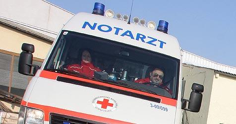 Pkw in Schulbus gekracht (Bild: Martin Jöchl)